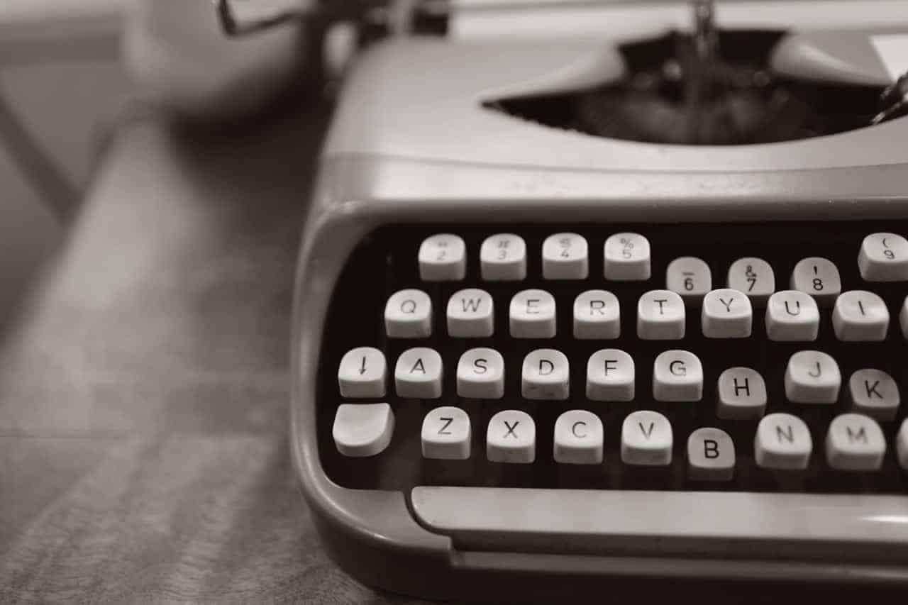 close up photo of gray typewriter 952594