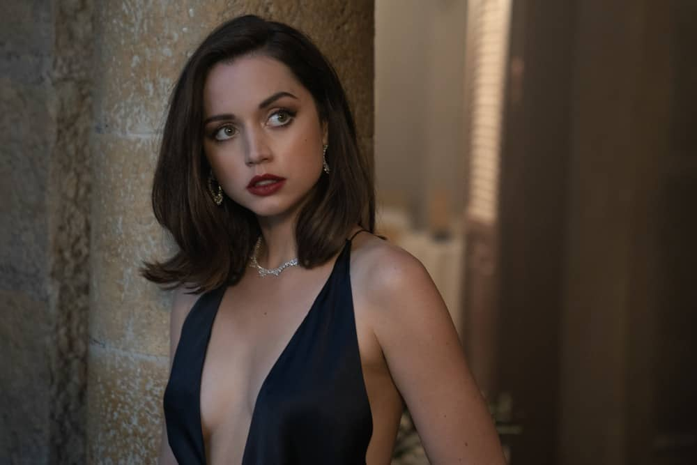 Paloma (Ana De Armas) in Cuba in NO TIME TO DIE, a DANJAQ and Metro Goldwyn Mayer Pictures film. Credit: Nicola Dove © 2019 DANJAQ, LLC AND MGM.  ALL RIGHTS RESERVED.