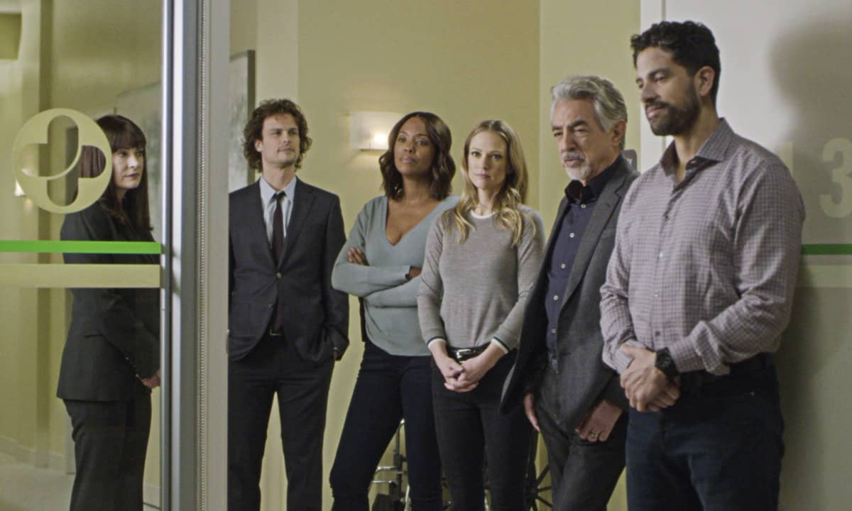 """""""Spectator Slowing"""" -- The BAU team investigates a series of seemingly random fatal explosions throughout Kentucky and Tennessee, on CRIMINAL MINDS, Wednesday, Jan. 15 (9:00-10:00 PM, ET/PT) on the CBS Television Network. Pictured (L-R): Paget Brewster as Emily Prentiss, Matthew Gray Gubler as Dr. Spencer Reid, Aisha Tyler as Dr. Tara Lewis, A.J. Cook as Jennifer """"JJ"""" Jareau, Joe Mantegna as David Rossi, and Adam Rodriguez as Luke Alvez Photo: Screen Grab/CBS ©2019 CBS Broadcasting Inc. All Rights Reserved."""