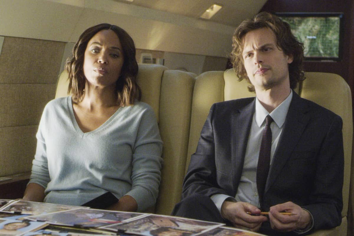 """""""Spectator Slowing"""" -- The BAU team investigates a series of seemingly random fatal explosions throughout Kentucky and Tennessee, on CRIMINAL MINDS, Wednesday, Jan. 15 (9:00-10:00 PM, ET/PT) on the CBS Television Network. Pictured (L-R): Aisha Tyler as Dr. Tara Lewis and Matthew Gray Gubler as Dr. Spencer Reid Photo: Screen Grab/CBS ©2019 CBS Broadcasting Inc. All Rights Reserved."""