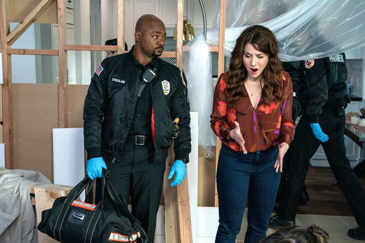 "9-1-1: LONE STAR: L-R: Brian Michael Smith and guest star Erin Karpluk in the ""Bum Steer"" episode of 9-1-1: LONE STAR airing Monday, Feb. 24 (8:00-9:01 PM ET/PT) on FOX. ©2020 Fox Media LLC. CR: Jack Zeman/FOX."