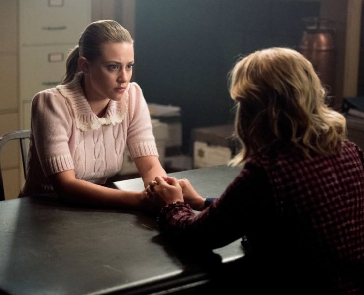 "Riverdale -- ""Chapter Seventy-Two: To Die ForÒ -- Image Number: RVD414b_0053b.jpg -- Pictured (L-R): Lili Reinhart as Betty and Madchen Amick as Alice -- Photo: Dean Buscher/The CW -- © 2020 The CW Network, LLC. All Rights Reserved."