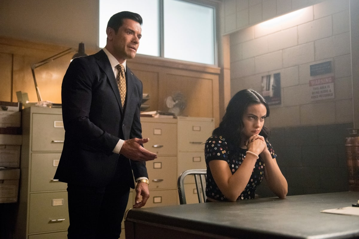 "Riverdale -- ""Chapter Seventy-Two: To Die For"" -- Image Number: RVD414b_0154b.jpg -- Pictured (L-R): Mark Consuelos as Hiram Lodge and Camila Mendes as Veronica -- Photo: Dean Buscher/The CW -- © 2020 The CW Network, LLC. All Rights Reserved."