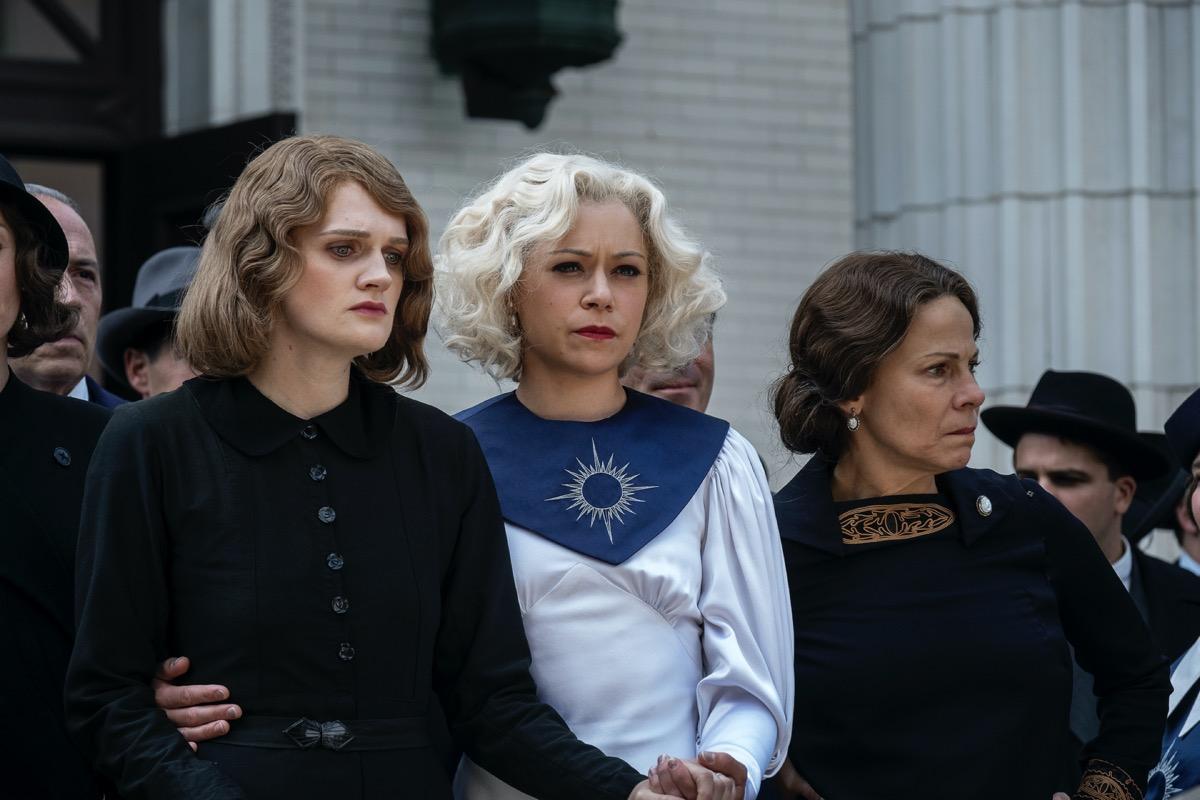 Gayle Rankin,Tatiana Maslany, Lili Taylor HBO Perry Mason Season 1 - Episode 2