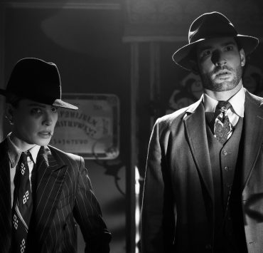 LUCIFER (L to R) LAUREN GERMAN as CHLOE DECKER and TOM ELLIS as LUCIFER MORNINGSTAR in episode 504 of LUCIFER Cr. JOHN P. FLEENOR/NETFLIX © 2020