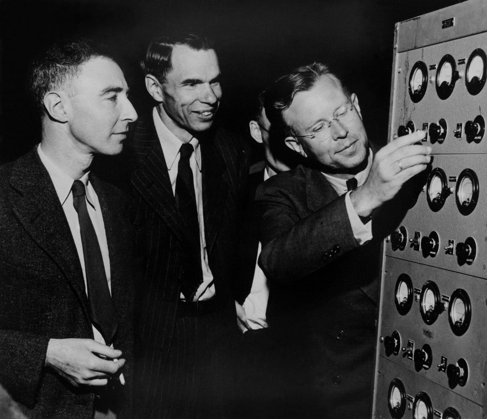 ernest o lawrence glenn t seaborg and j robert oppenheimer in early 1946 at 21731c 1600