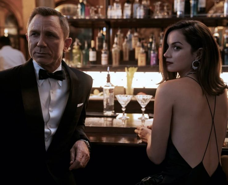 B25_39456_RC2 James Bond (Daniel Craig) and Paloma (Ana de Armas) in NO TIME TO DIE an EON Productions and Metro Goldwyn Mayer Studios film Credit: Nicola Dove © 2020 DANJAQ, LLC AND MGM. ALL RIGHTS RESERVED.