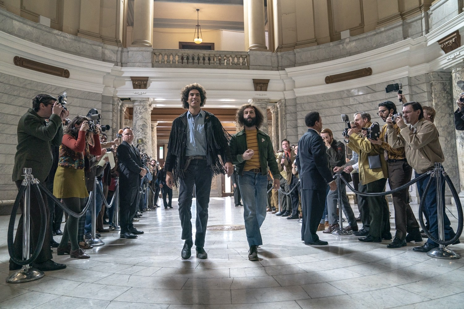 THE TRIAL OF THE CHICAGO 7 (Featured L to R) SACHA BARON COHEN as Abbie Hoffman, JEREMY STRONG as Jerry Rubin in THE TRIAL OF THE CHICAGO 7. Cr. NIKO TAVERNISE/NETFLIX © 2020