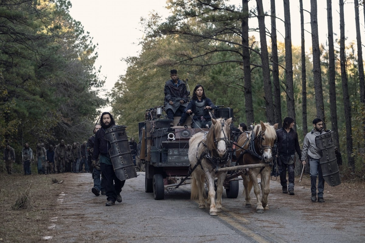 Cooper Andrews as Jerry, Norman Reedus as Daryl Dixon, Gustavo Gomez as Marco, Angel Theory as Kelly - The Walking Dead _ Season 10, Episode 16 - Photo Credit: Mark Hill/AMC