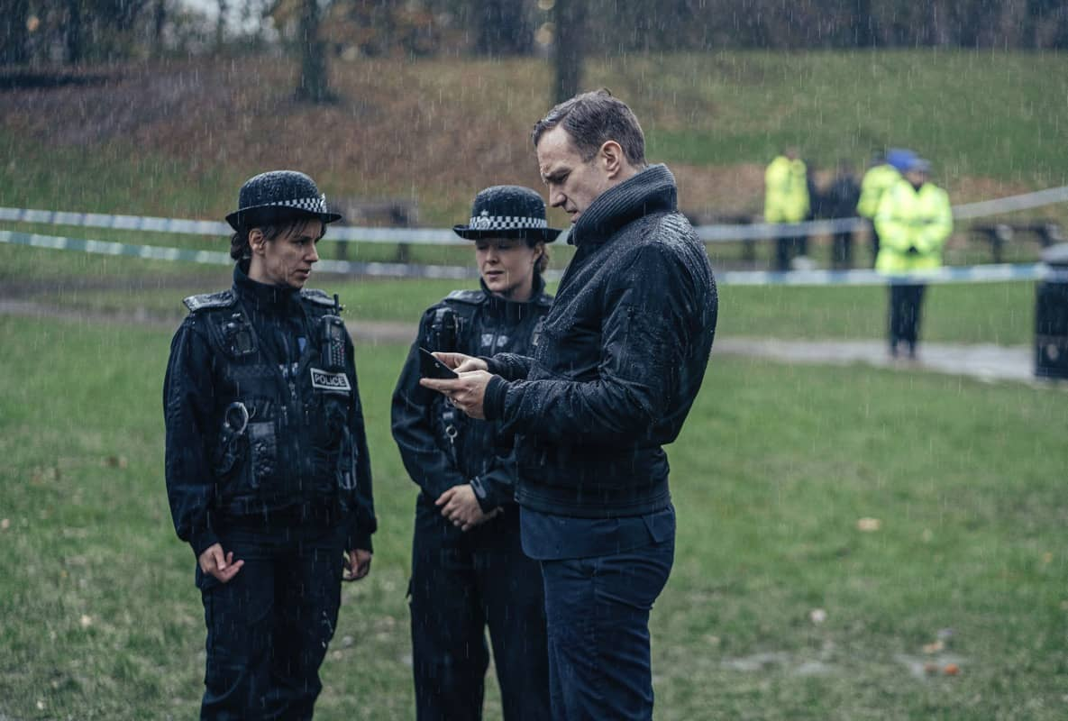 Nick Bailey (RAFE SPALL), SGNT Tracy Holloway (NATALIE KLAMAR) - The Salisbury Poisonings _ Season 1, Episode 1 - Photo Credit: James Pardon/Dancing Ledge/BBC ONE/AMC