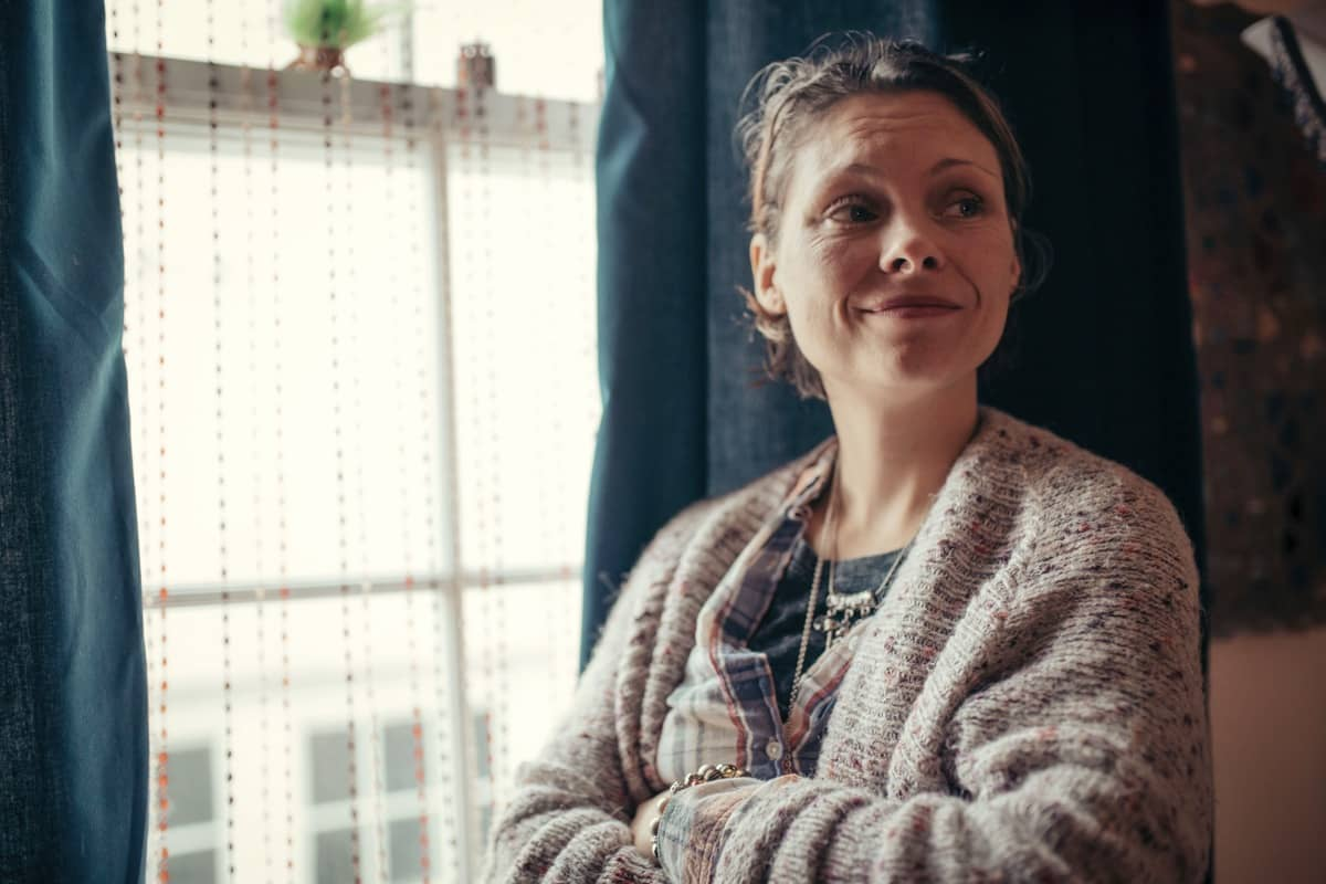 Dawn Sturgess (MYANNA BURING) - The Salisbury Poisonings _ Season 1, Episode 1 - Photo Credit: James Pardon/Dancing Ledge/BBC ONE/AMC