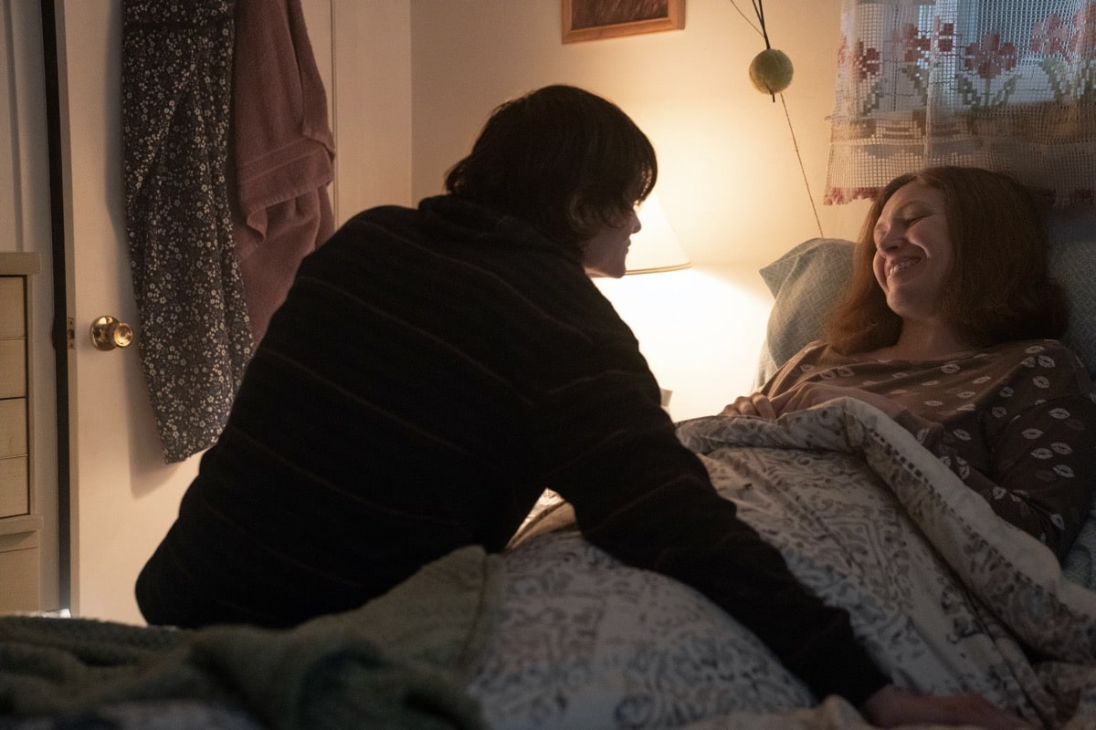"""Monsterland -- """"Eugene, OR"""" -- Episode 102 -- A lonely teen encounters an unwelcome guest. Nick (Charlie Tahan) and Gayle (Sherry Jo Ward), shown. (Photo by: Patrick Harbron/Hulu)"""