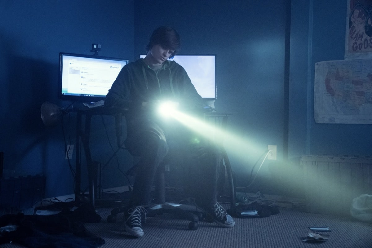 """Monsterland -- """"Eugene, OR"""" -- Episode 102 -- A lonely teen encounters an unwelcome guest. Nick (Charlie Tahan), shown. (Photo by: Barbara Nitke/Hulu)"""