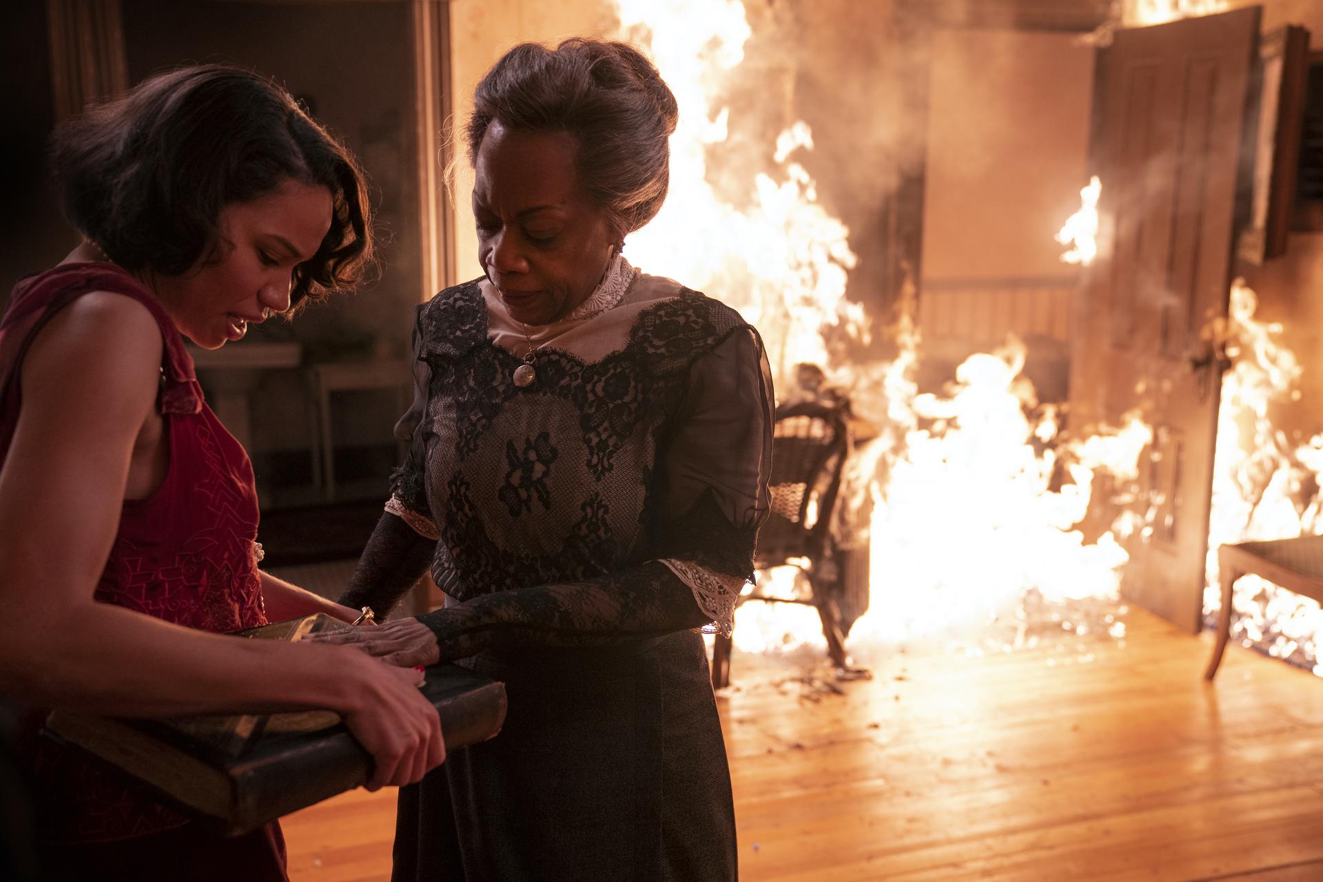Jurnee Smollett, Regina Taylor  HBO Lovecraft Country Season 1 - Episode 9