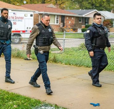 """CHICAGO P.D. -- """"White Knuckle"""" Episode 802 -- Pictured: (l-r) LaRoyce Hawkins as Kevin Atwater, Jason Beghe as Hank Voight -- (Photo by: Matt Dinerstein/NBC)"""