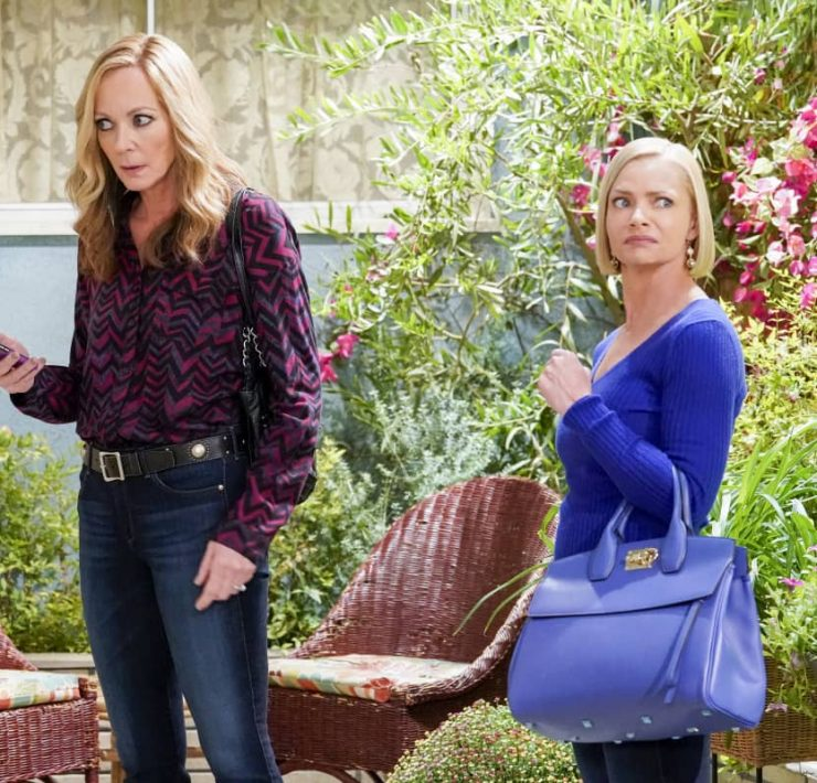 """""""Tang and a Safe Space for Everybody"""" – Bonnie takes a trip down memory lane when she reconnects with an old flame, Rod (Steve Valentine). Also, Tammy volunteers to remodel the kitchen so it's more accessible to Adam, on MOM, Thursday, Nov. 19 (9:01-9:30 PM, ET/PT) on the CBS Television Network. Pictured (L-R): Allison Janney as Bonnie and Jaime Pressly as Jill Photo: Robert Voets/CBS ©2020 CBS Broadcasting, Inc. All Rights Reserved."""