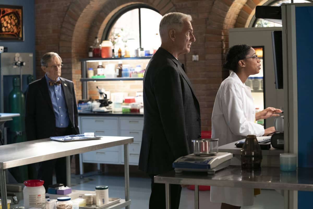 """NCIS Season 18 Episode 2 """"Everything Starts Somewhere"""" – Flashbacks reveal the murder case that first introduced young Gibbs (Sean Harmon) to NCIS and his introduction to young, new-to-America Ducky (Adam Campbell), on the 400th episode of NCIS, Tuesday, Nov. 24 (8:00-9:00 PM, ET/PT) on the CBS Television Network. Pictured: David McCallum as Medical Examiner Donald """"Ducky"""" Mallard. Mark Harmon as NCIS Special Agent Leroy Jethro Gibbs, Diona Reasonover as Forensic Scientist Kasie Hines. Photo: Sonja Flemming/CBS ©2020 CBS Broadcasting, Inc. All Rights Reserved."""