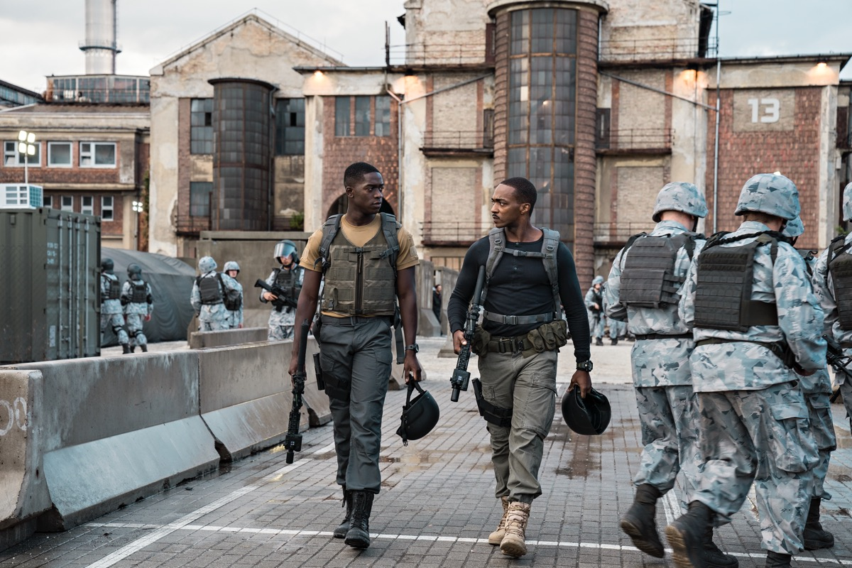 OUTSIDE THE WIRE, ​Damson Idris as Harp, Anthony Mackie ​as ​Leo, in OUTSIDE THE WIRE. Cr. ​Jonathan Prime​/NETFLIX ​© ​2020