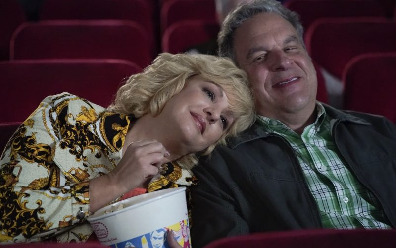 """THE GOLDBERGS - """"Bevy's Big Murder Mystery Party"""" – Inspired by his obsession, Adam helps Beverly plan a murder mystery party for the family. Meanwhile, Erica, tasked with declaring her major, bumps up against Barry's cockiness as she considers going the pre-med route on an all-new episode of """"The Goldbergs,"""" WEDNESDAY, JAN. 13 (8:00-8:30 p.m. EST), on ABC. (ABC) WENDI MCLENDON-COVEY, JEFF GARLIN"""