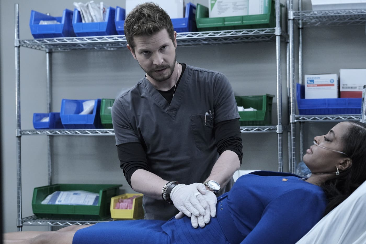 "THE RESIDENT Season 4 Episode 2 : L-R: Matt Czuchry and guest star Nichelle Hines in the ""Mina's Kangaroo Court"" episode of THE RESIDENT airing Tuesday, Jan. 19 (8:00-9:01 PM ET/PT) on FOX. ©2020 Fox Media LLC Cr: Guy D'Alema/FOX"