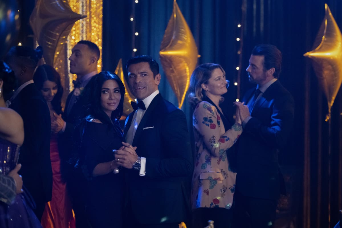 "Riverdale Season 5 Episode 1 -- ""Chapter Seventy-Seven: Climax"" -- Image Number: RVD501b_0008r -- Pictured (L-R): Marisol Nichols as Hermione Lodge, Mark Consuelos as Hiram Lodge, Mӓdchen Amick as Alice Cooper and Skeet Ulrich as FP Jones -- Photo: Diyah Pera/The CW -- © 2020 The CW Network, LLC. All Rights Reserved."