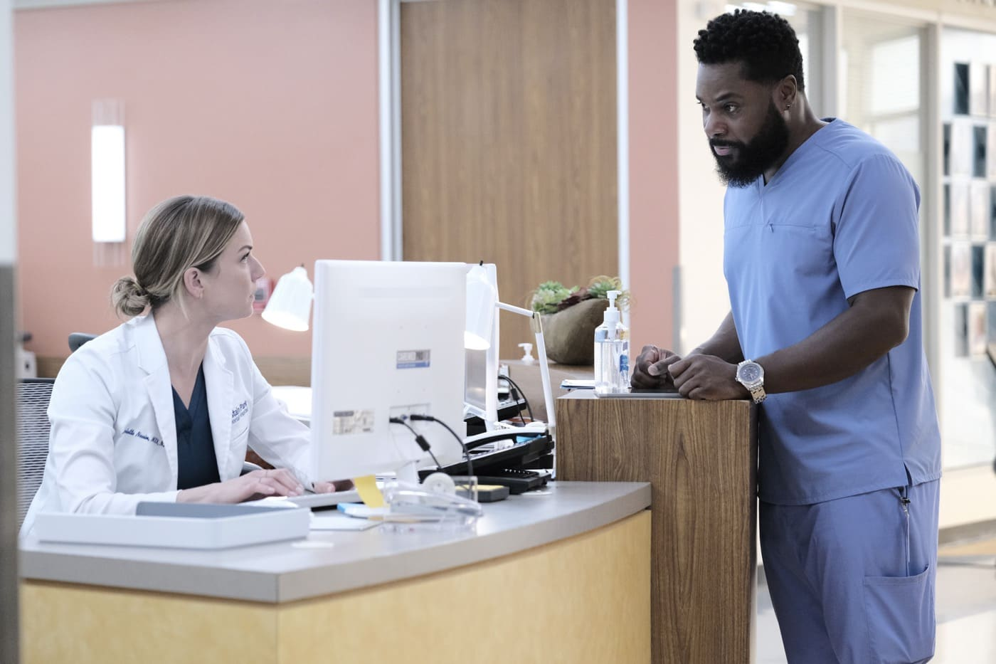 "THE RESIDENT Season 4 Episode 4 : L-R: Emily VanCamp and Malcolm-Jamal Warner in the ""Moving On and Mother Hens"" THE RESIDENT airing Tuesday, Feb. 2 (8:00-9:01 PM ET/PT) on FOX. ©2021 Fox Media LLC Cr: Guy D'Alema/FOX"