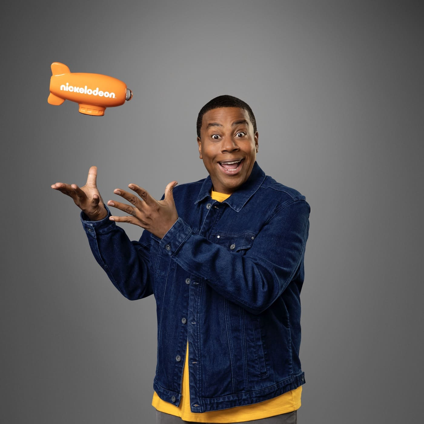KCA 2021 HOST KEY ART & GALLERY SHOOT: Pictured: KENAN THOMPSON, host of Kids' Choice Awards 2021 on Nickelodeon. Photo: ERIK UMPHERY/Nickelodeon. © 2021 Viacom International, Inc. All Rights Reserved.