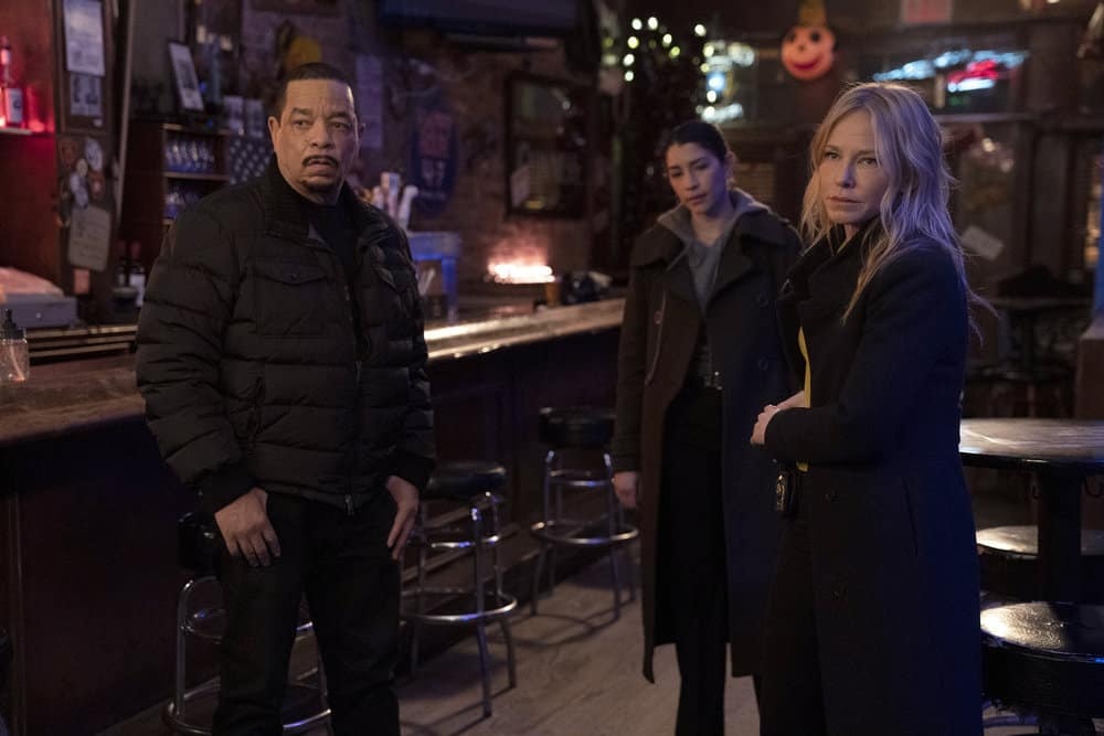 """LAW AND ORDER SVU Season 22 Episode 7 -- """"Hunt, Trap, Rape, and Release"""" Episode 22009 -- Pictured: (l-r) Ice T as Detective Odafin """"Fin"""" Tutuola, Jamie Gray Hyder as Officer Katriona """"Kat"""" Azar Tamin, Kelli Giddish as Detective Amanda Rollins -- (Photo by: Virginia Sherwood/NBC)"""