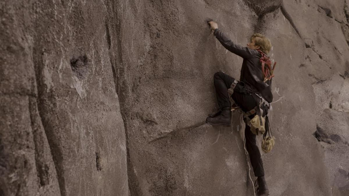 "MacGyver Season 5 Episode 9 ""Rails + Pitons + Pulley + Pipe + Salt"" Mac Climbing Mountain"