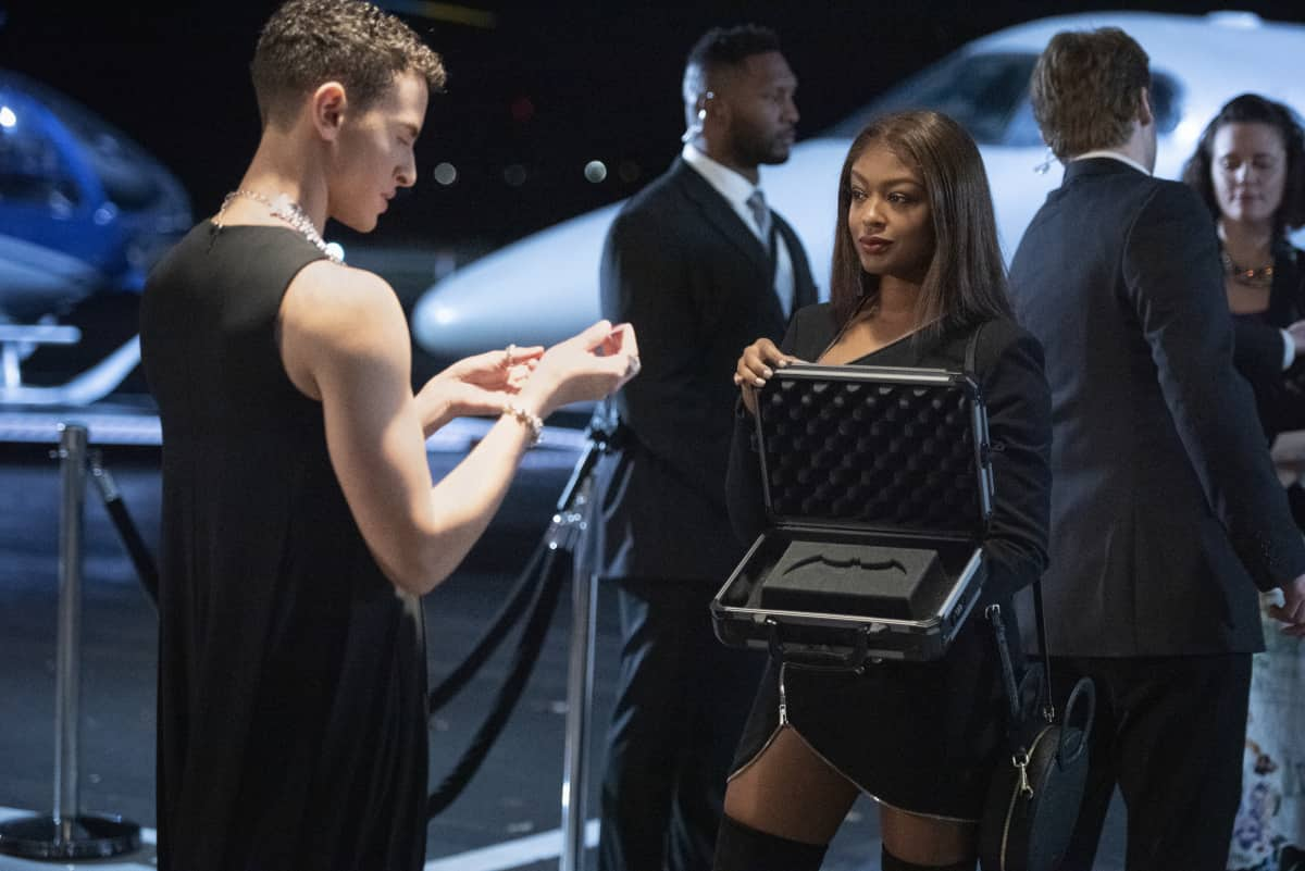 """Batwoman Season 2 Episode 5-- """"Gore on Canvas"""" -- Image Number: BWN205b_0511r -- Pictured (L-R): Lincoln Clauss as Evan Blake and Javicia Leslie as Ryan Wilder -- Photo: Dean Buscher/The CW -- © 2021 The CW Network, LLC. All Rights Reserved."""