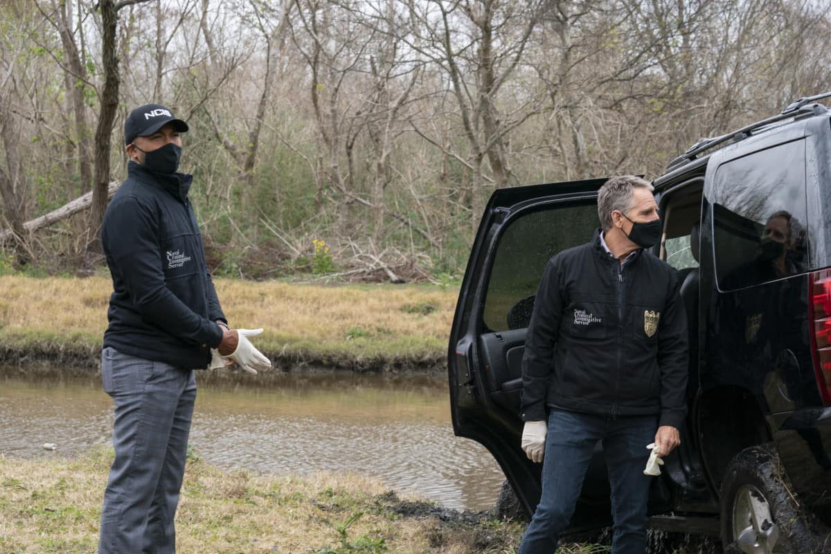 NCIS New Orleans Season 7 Episode 9 Into Thin Air Pictured L-R: Charles Michael Davis as Special Agent Quentin Carter and Scott Bakula as Special Agent Dwayne Pride Photo: Sam Lothridge/CBS ©2021 CBS Broadcasting, Inc. All Rights Reserved.