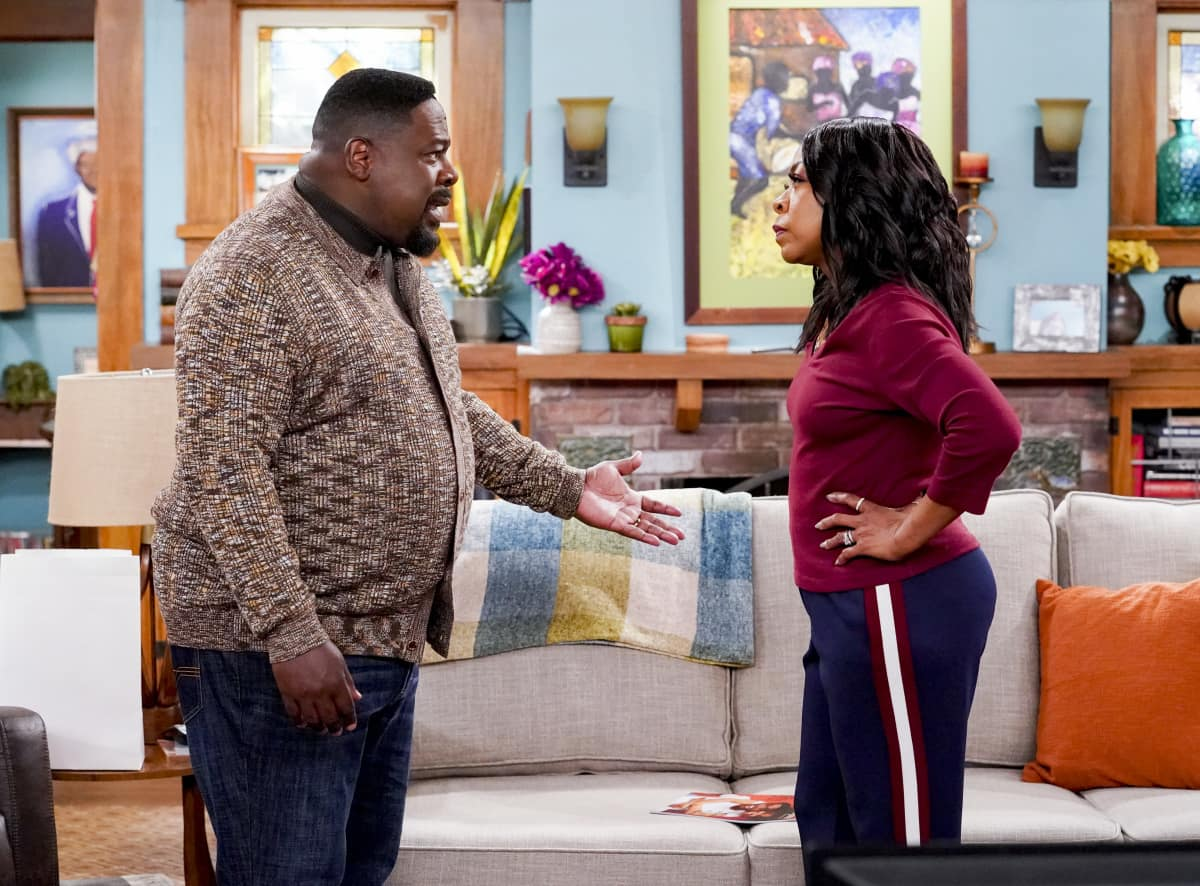 "The Neighborhood Season 3 Episode 10 ""Welcome to the Procedure"" - Pictured: Cedric the Entertainer (Calvin Butler) and Tichina Arnold (Tina Butler)."