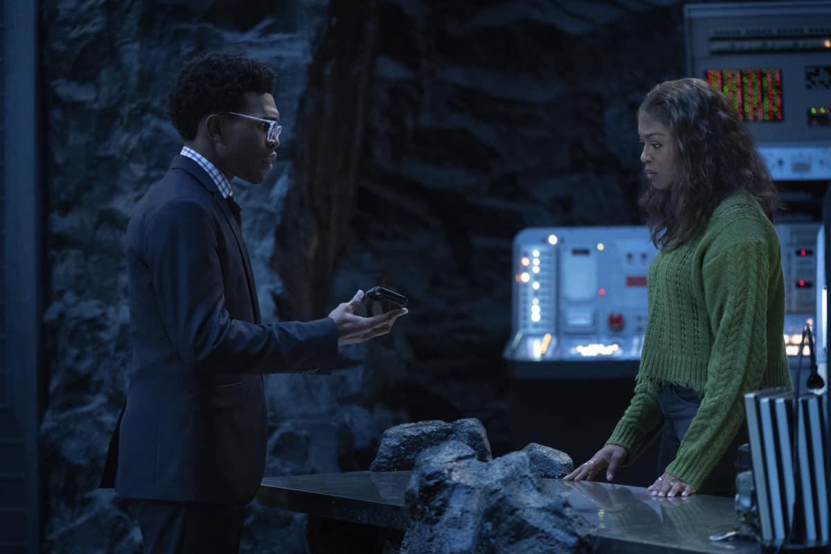 "Batwoman Season 2 Episode 6 -- ""Do Not Resuscitate"" Pictured (L-R): Camrus Johnson as Luke Fox and Javicia Leslie as Ryan Wilder"