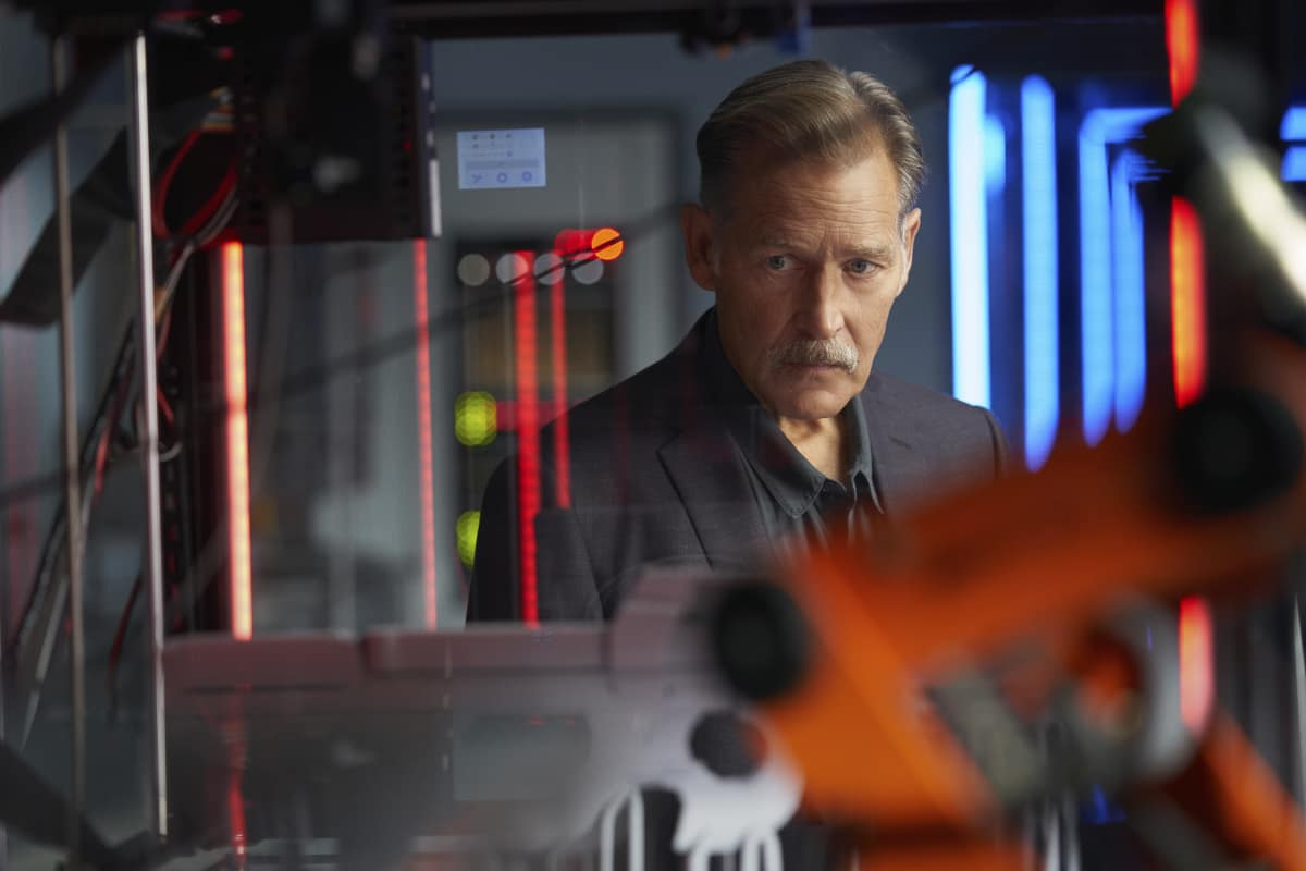"""Black Lightning Season 4 Episode 4 -- """"The Book of Reconstruction: Chapter Four"""" -- Image Number: BLK404A_0105r.jpg -- Pictured: James Remar as Gambi -- Photo: Bob Mahoney/The CW -- © 2021 The CW Network, LLC. All rights reserved."""