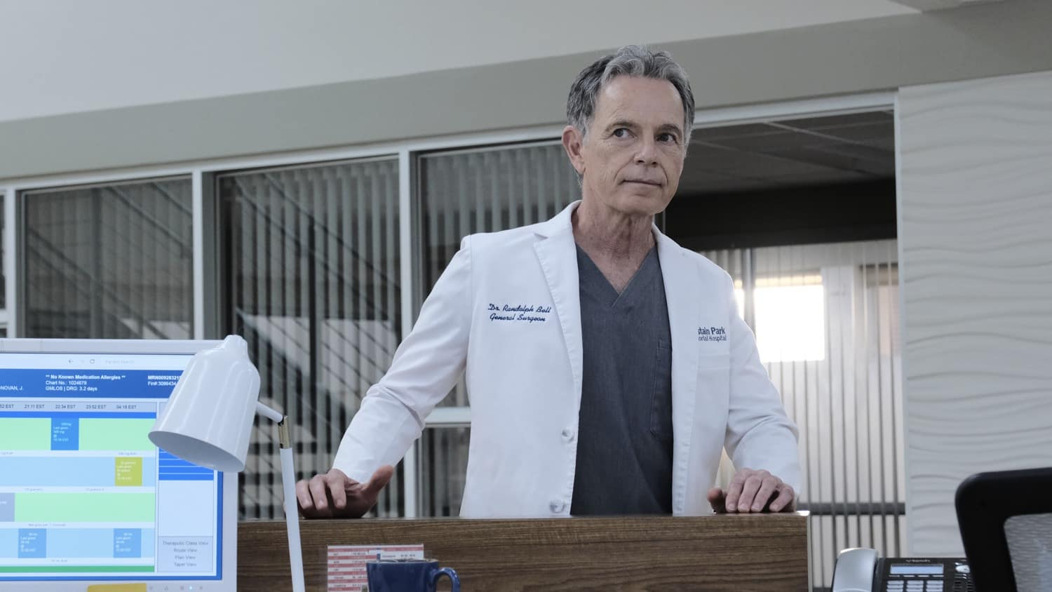 """THE RESIDENT Season 4 Episode 7 : Bruce Greenwood in the """"Hero Moments"""" episode of THE RESIDENT airing Tuesday, March 2 (8:00-9:01 PM ET/PT) on FOX. ©2021 Fox Media LLC Cr: Guy D'Alema/FOX"""