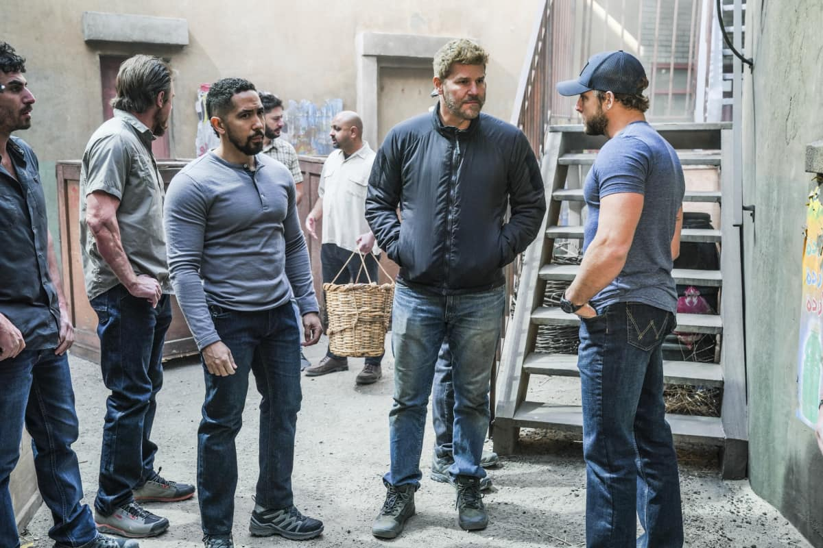 """SEAL TEAM Season 4 Episode 8 """"Cover for Action"""" – Pictured L to R: Neil Brown Jr. as Ray Perry, David Boreanaz as Jason Hayes, and Max Thieriot as Clay Spenser."""