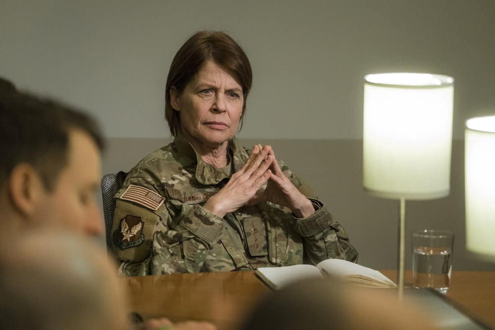 "RESIDENT ALIEN Season 1 Episode 6 -- ""Sexy Beast"" Episode 106 -- Pictured: Linda Hamilton as General McCallister -- (Photo by: James Dittinger/SYFY)"
