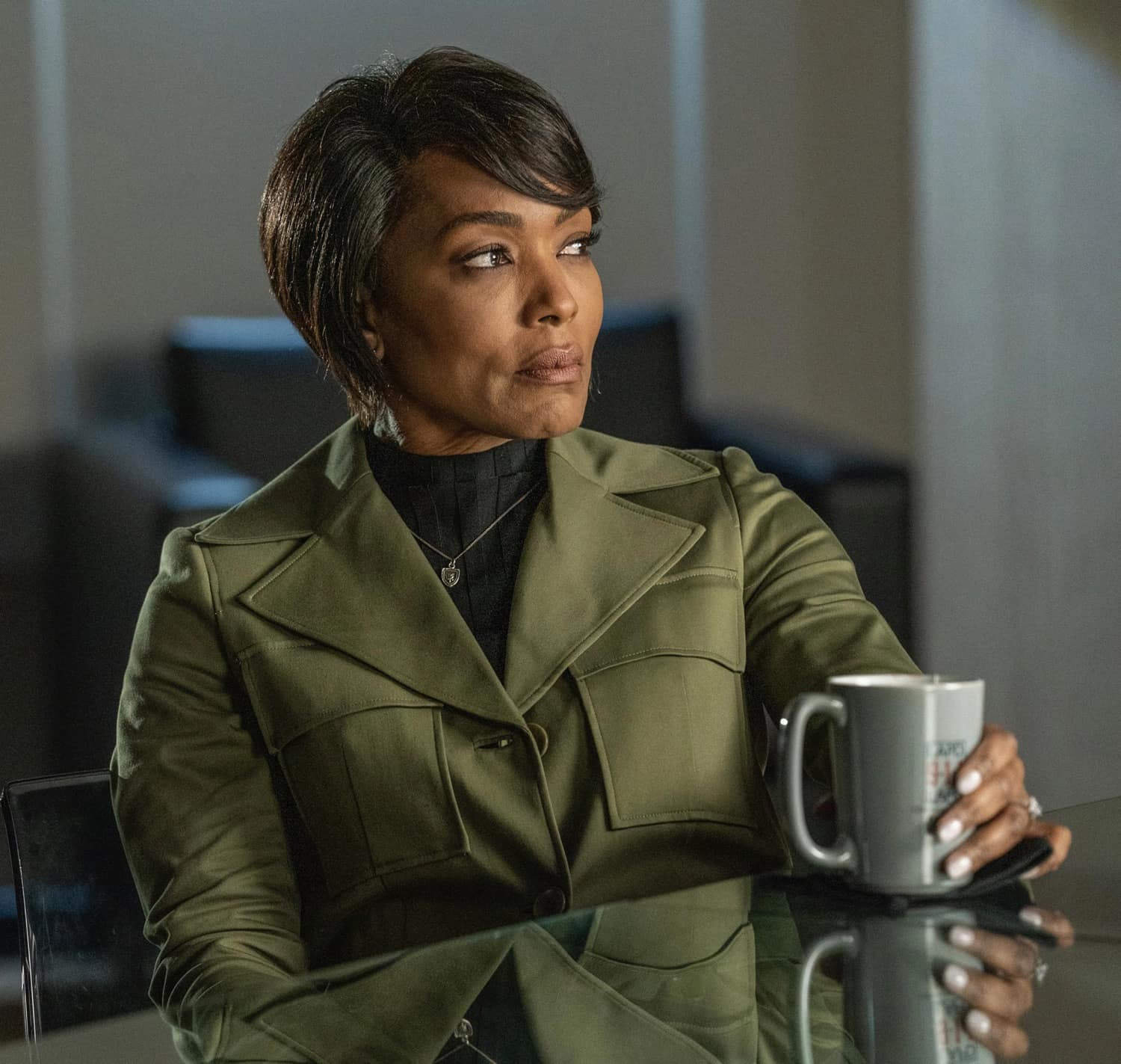 "9-1-1 Season 4 Episode 8 : Angela Bassett in the ""Breaking Point"" episode of 9-1-1 airing Monday, March 8 (8:00-9:00 PM ET/PT) on FOX. CR: FOX. © 2021 FOX Media LLC."