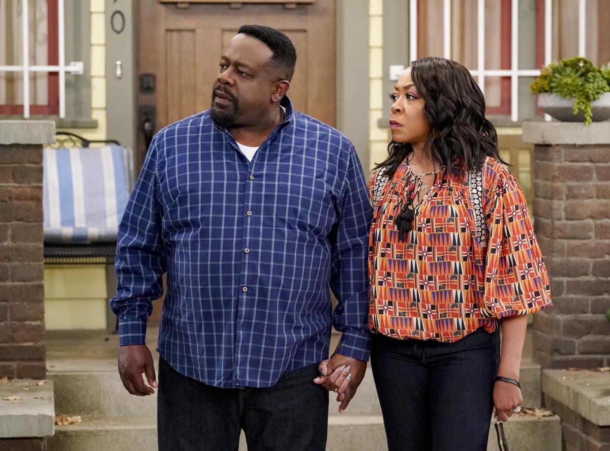 "The Neighborhood Season 3 Episode 11 ""Welcome to the Dad Band"" - Pictured: Cedric the Entertainer (Calvin Butler) and Tichina Arnold (Tina Butler)."