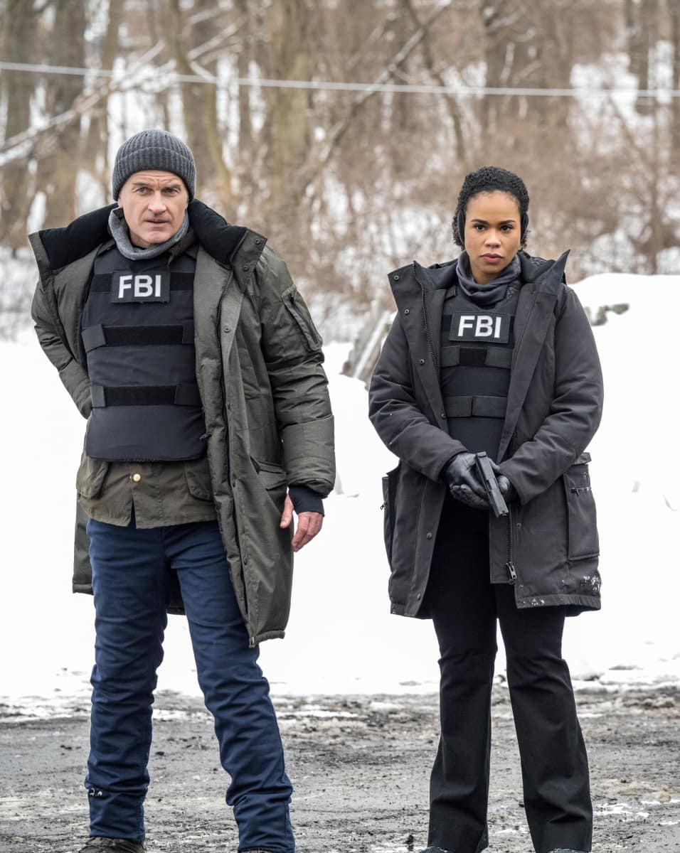 """FBI Most Wanted Season 2 Episode 8 """"Vanished"""" -  Pictured (L-R) Julian McMahon as Supervisory Special Agent Jess LaCroix and  Roxy Sternberg as  Special Agent Sheryll Barnes"""