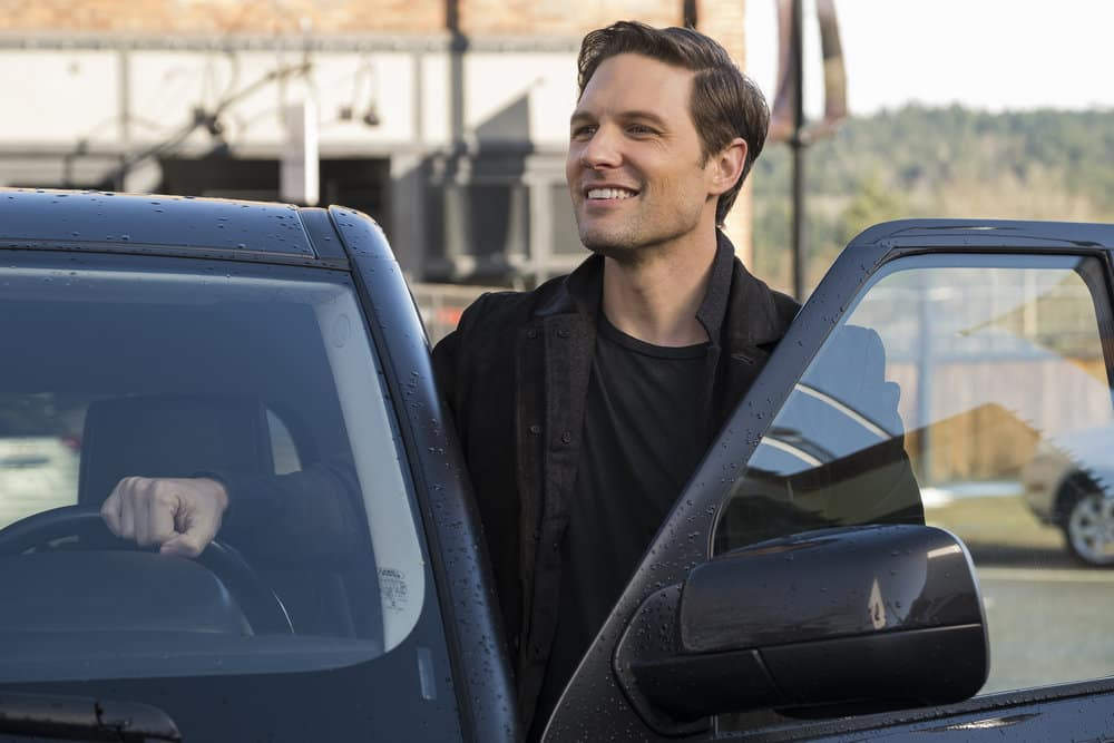 """RESIDENT ALIEN Season 1 Episode 7-- """"The Green Glow"""" Episode 107 -- Pictured: Michael Cassidy as Dr. Ethan Stone -- (Photo by: James Dittinger/SYFY)"""