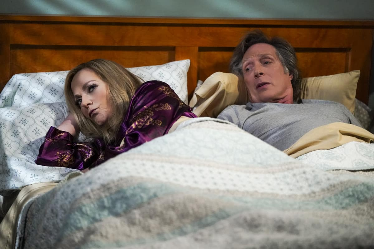 """Mom Season 8 Episode 11 """"Strutting Peacock and Father O'Leary"""" Pictured (L-R): Allison Janney as Bonnie and William Fichtner as Adam"""