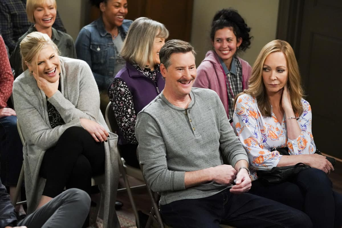 """Mom Season 8 Episode 11 """"Strutting Peacock and Father O'Leary"""" Pictured (L-R): Kristen Johnston as Tammy, Mark Fite as Wendell, and Allison Janney as Bonnie"""