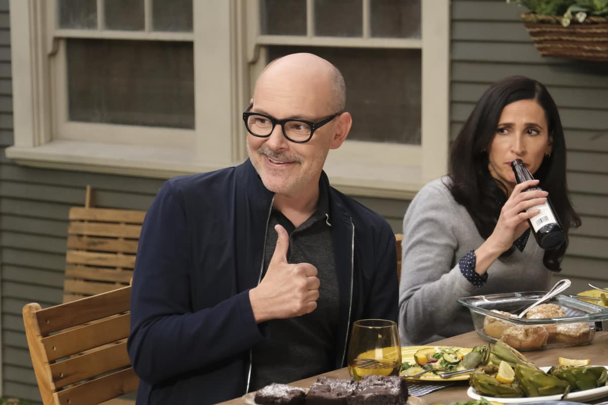 "The Unicorn Season 2 Episode 12 ""Out with the Old"" – Pictured:   Rob Corddry as Forrest, Michaela Watkins as Delia"
