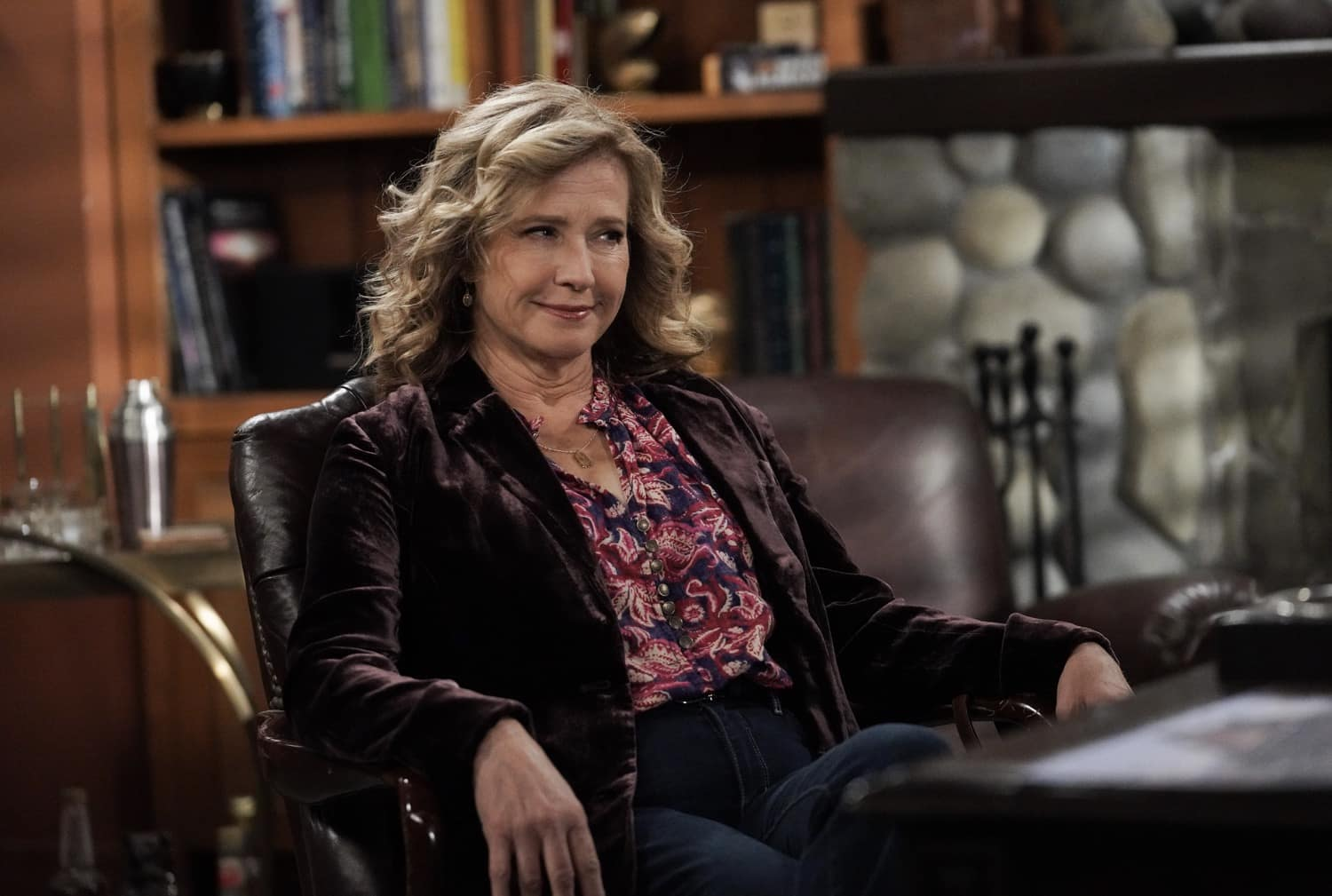 "LAST MAN STANDING Season 9 Episode 11 : Nancy Travis in the ""Granny Nanny"" episode of LAST MAN STANDING airing Thursday, March 11 (9:30-10:00 PM ET/PT) on FOX. CR: Michael Becker/FOX. © 2021 FOX Media LLC."