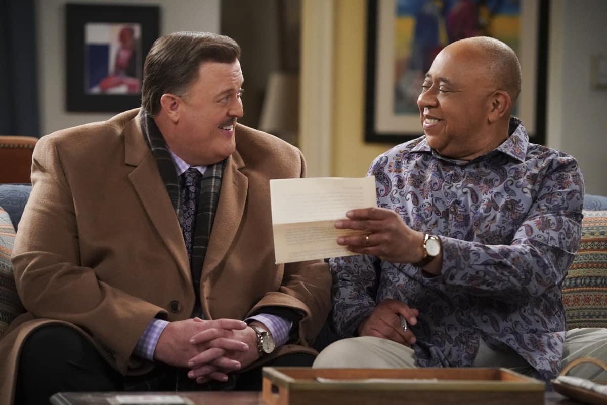 BOB HEARTS ABISHOLA Season 2 Episode 12 We Don't Rat on Family Pictured (L-R): Billy Gardell as Bob and Barry Shabaka Henley as Uncle Tunde.