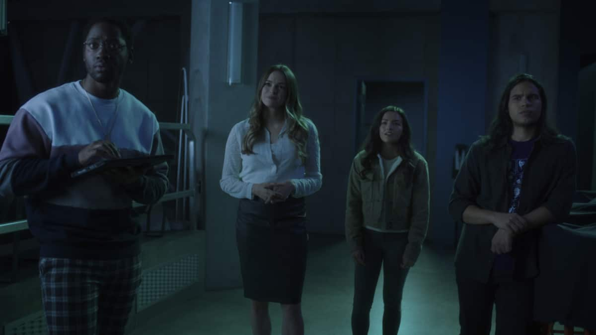 """The Flash -- """"Mother"""" -- Image Number: FLA703fg_0004r.jpg -- Pictured (L-R): Brandon McKnight as Chester P. Runk, Danielle Panabaker as Caitlin Snow, Kayla Compton as Allegra and Carlos Valdes as Cisco Ramon -- Photo: The CW -- © 2021 The CW Network, LLC. All rights reserved"""