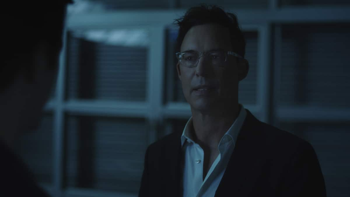 """The Flash -- """"Mother"""" -- Image Number: FLA703fg_0002r.jpg -- Pictured: Tom Cavanagh as Harrison Wells -- Photo: The CW -- © 2021 The CW Network, LLC. All rights reserved"""