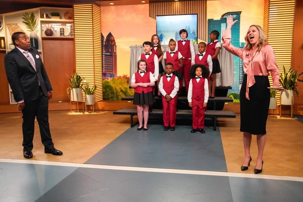"""KENAN -- """"Flirting"""" Episode 104 -- Pictured: (l-r) Kenan Thompson as Kenan, Taylor Louderman as Tami -- (Photo by:  Casey Durkin/NBC)"""