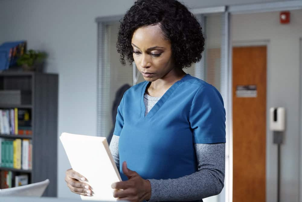 """CHICAGO MED -- """"For The Want Of A Nail"""" Episode 609 -- Pictured: Yaya DaCosta as April Sexton -- (Photo by: Elizabeth Sisson/NBC)"""